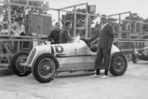 MASERATI 4CM DeGraffenried Isle of Man pits 1937